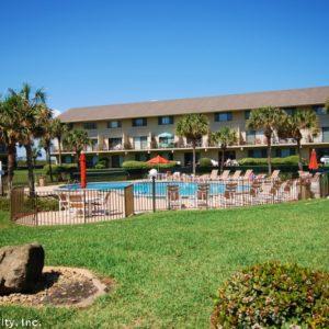 Crescent Beach, Summerhouse Condos