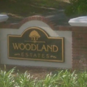 WoodlandEstatesSign